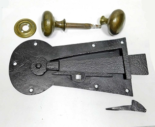 Very Large Wrought Iron Keyhole Plate Latch, Complete  245-521